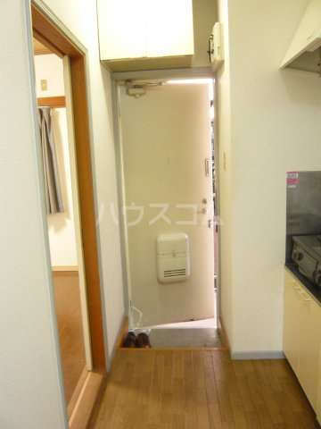 メゾン イサム 205号室の玄関