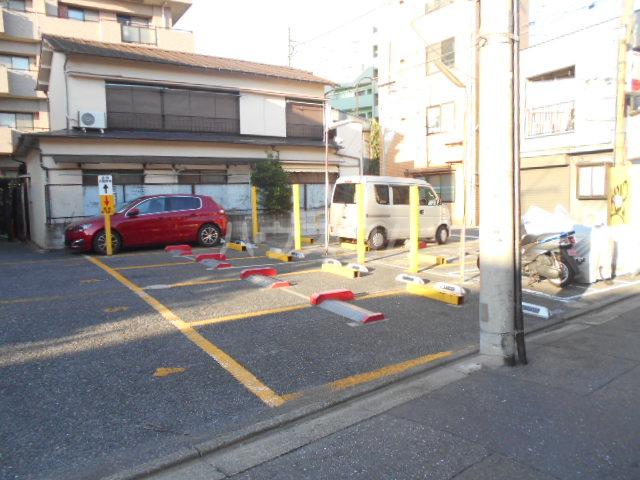 メゾン イサム 205号室の駐車場