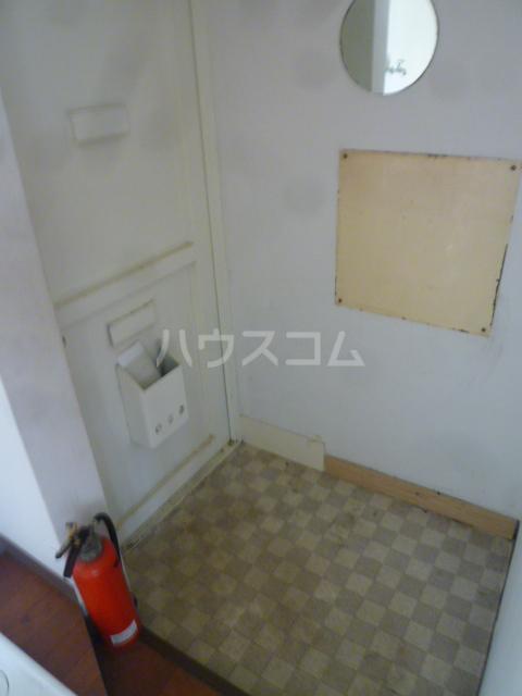 セントラルビル 302号室の玄関