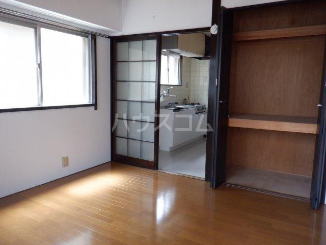 岡本マンション 303号室のベッドルーム