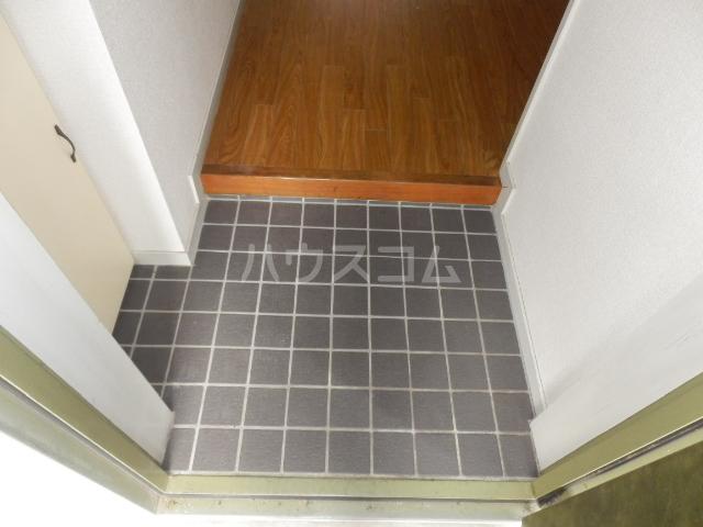 コスモハイツ極楽 105号室の玄関