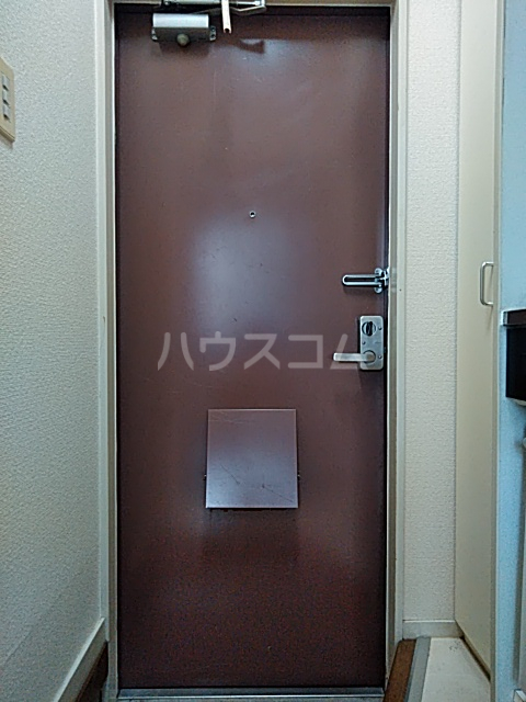 ハイツ極楽Ⅲ 104号室の玄関