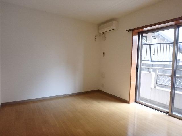 グランデ中通り 206号室の居室