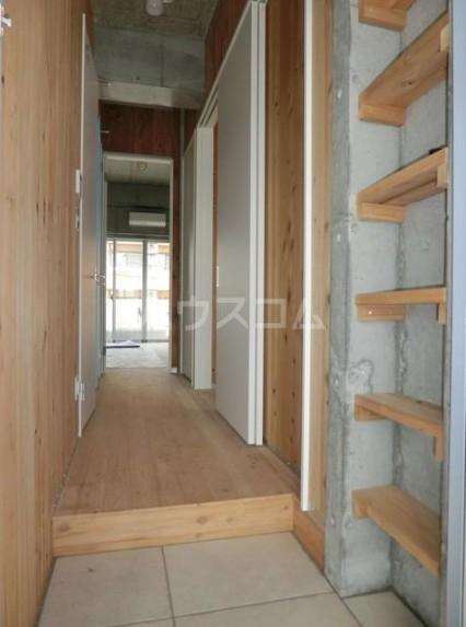 シェドゥーヴル世田谷給田 303号室の玄関