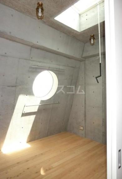 シェドゥーヴル世田谷給田 303号室の居室
