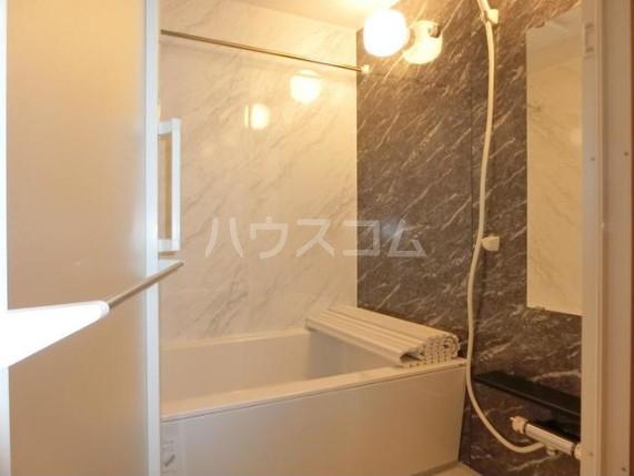 シェドゥーヴル世田谷給田 303号室の風呂