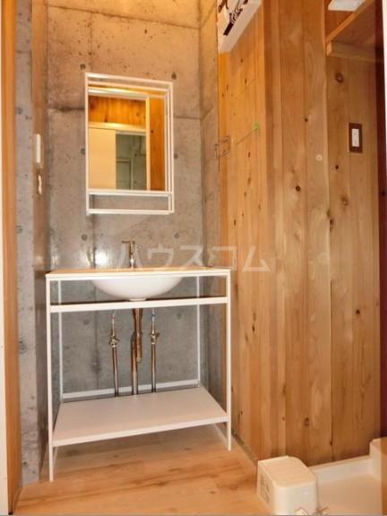 シェドゥーヴル世田谷給田 303号室の洗面所