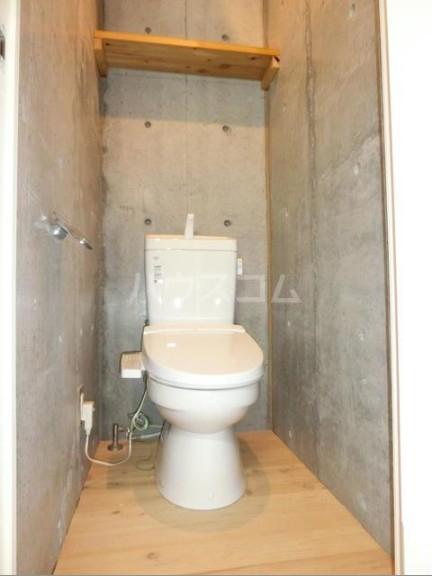 シェドゥーヴル世田谷給田 303号室のトイレ