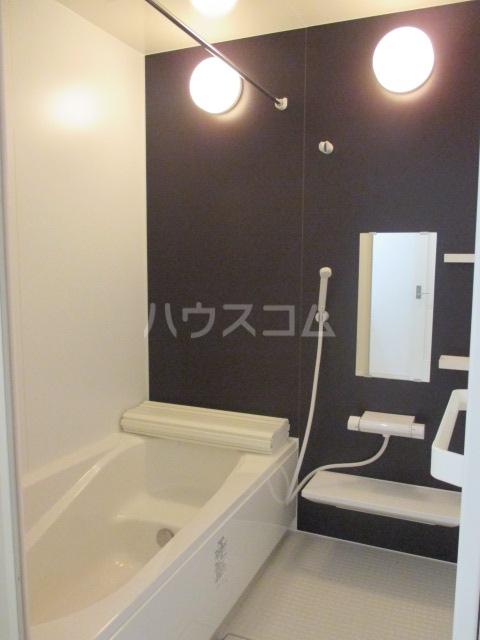 Four Seasons山手 C号室の風呂