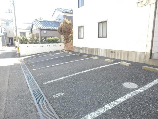 ディアハウス 102号室の駐車場