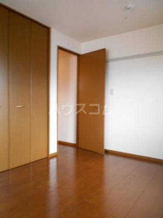 グランドゥール泉台 101号室の居室