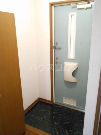 グランドゥール泉台 101号室の玄関