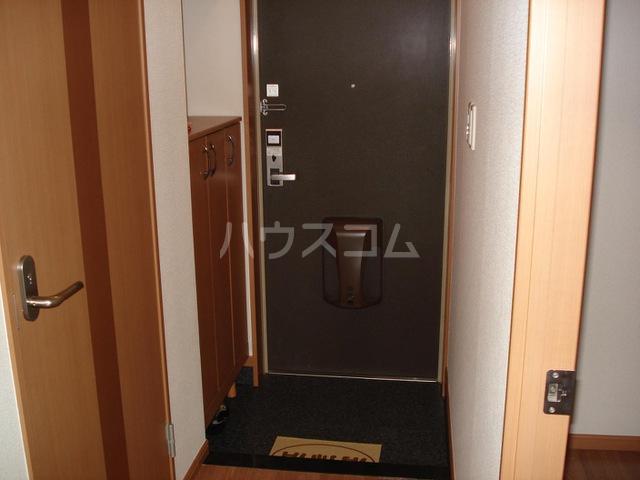 キャナルコート 201号室の玄関