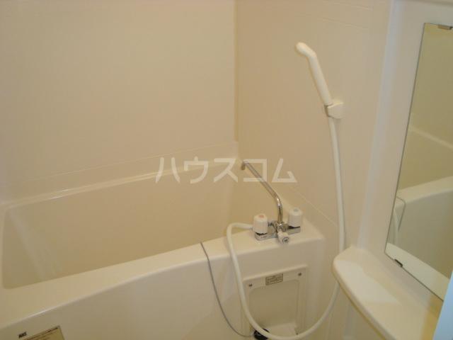フローラルコート 102号室の風呂