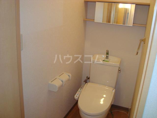 フローラルコート 102号室のトイレ