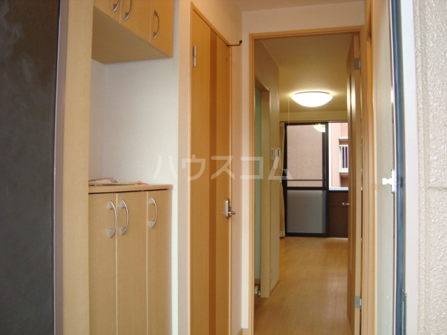 フローラルコート 102号室の玄関