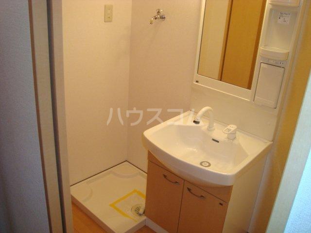 フローラルコート 103号室の洗面所