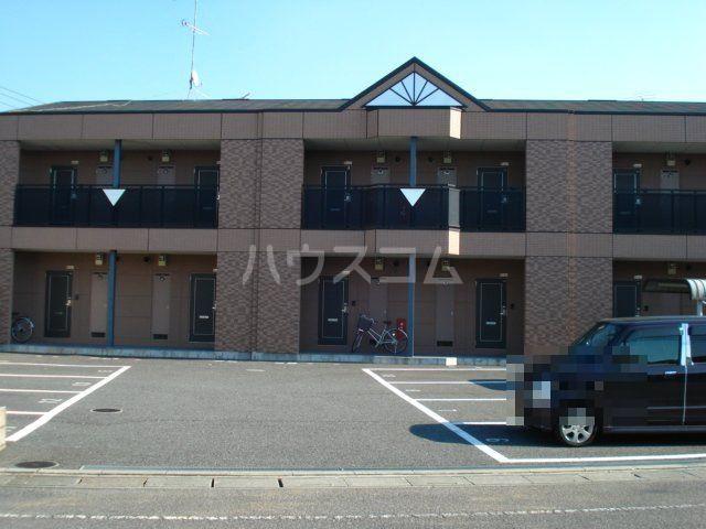 フローラルコート 103号室の駐車場