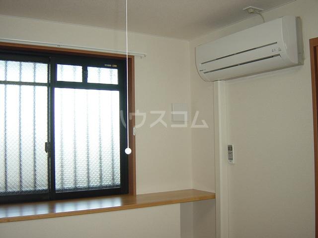 マロンコート 205号室の居室
