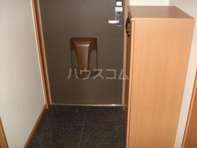 マロンコート 205号室の玄関