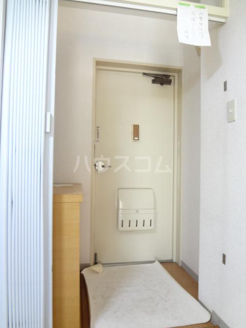 ガーデンハイツ愛宕 303号室の玄関