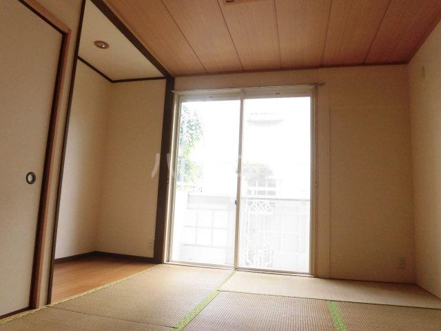 コスモセブン6号棟 102号室の居室
