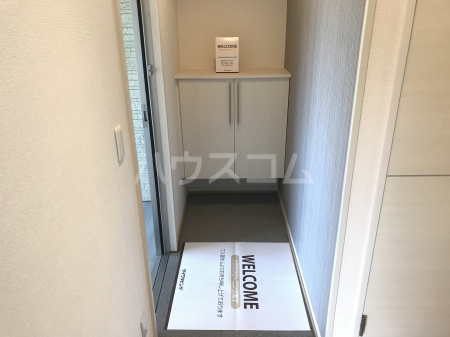 グランモア泉台 203号室の玄関