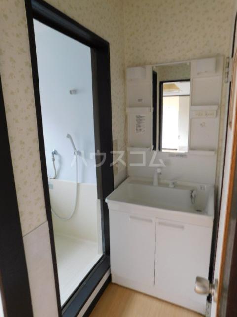 岡野マンション B-101号室の洗面所