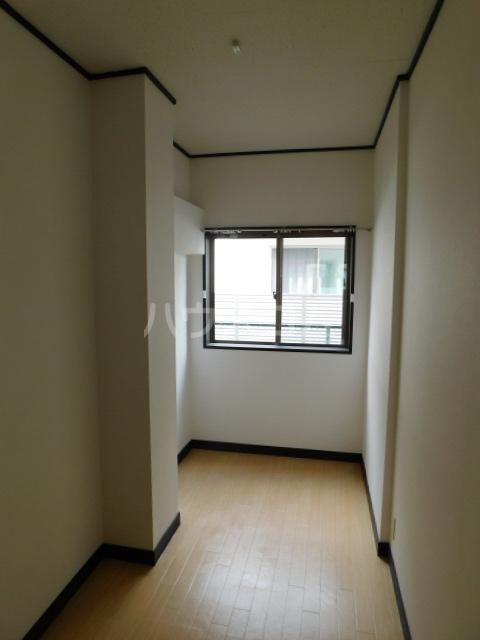 岡野マンション B-101号室の居室
