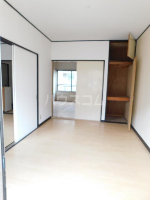 岡野マンション B-101号室のリビング