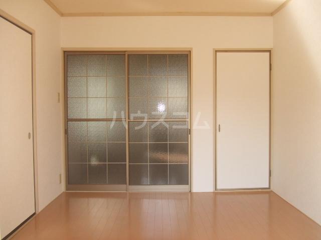 ロイヤルコーポ幸 B 201号室の居室