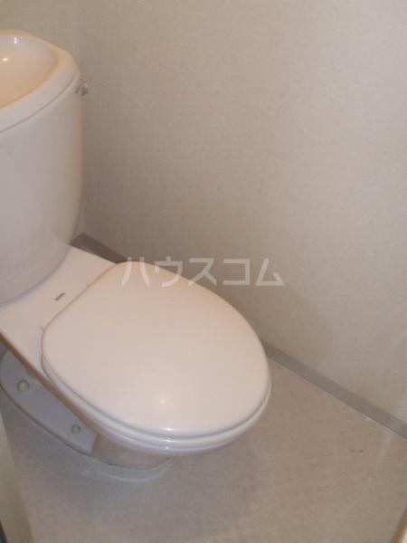 ロイヤルコーポ幸 B 201号室のトイレ