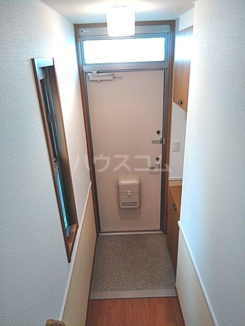 マイシティウエスト 205号室の玄関
