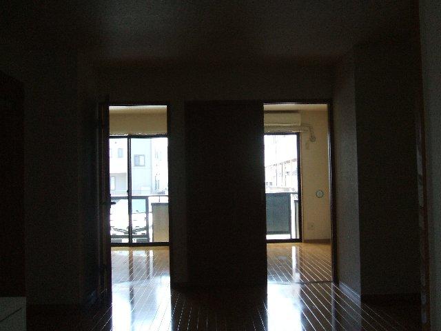 ハイツ原新町 103号室のリビング