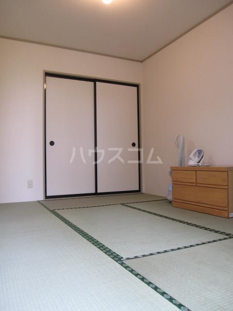 プリシェール伊奈中央 102号室の居室