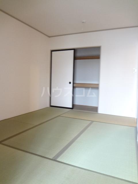 プリシェール蔵 101号室の居室