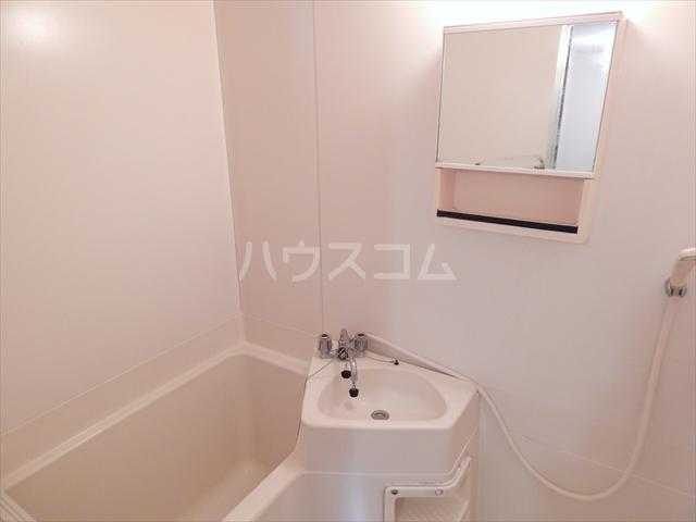 エクセル鈴木 201号室の洗面所