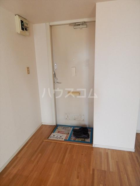 エクセル鈴木 201号室の玄関