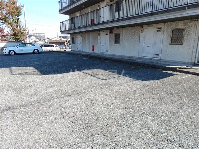 エクセル鈴木 201号室の駐車場