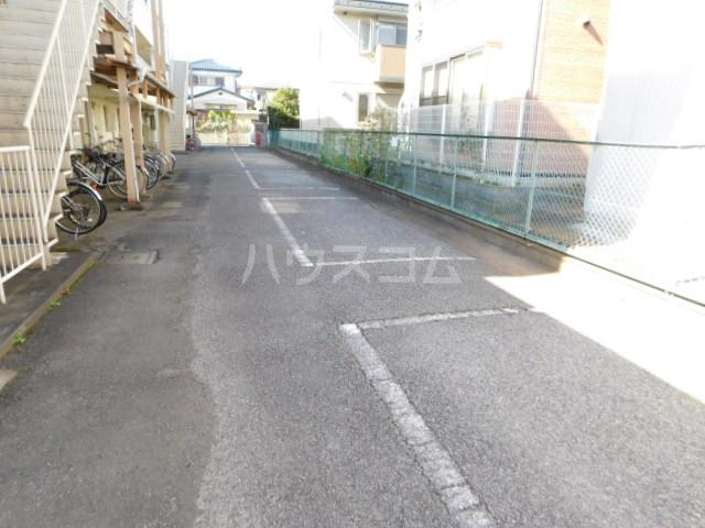 本田ハイツ 102号室の駐車場