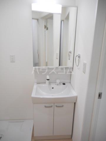 ゼニス 102号室の洗面所