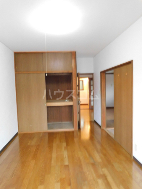 メゾン・イデウラA 201号室の居室