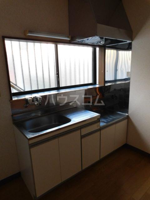 メゾン・イデウラA 201号室のキッチン
