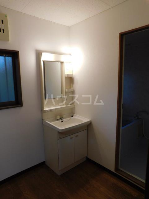 メゾン・イデウラA 201号室の洗面所