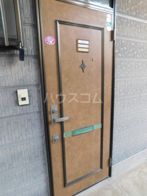 メゾン・イデウラA 202号室の玄関