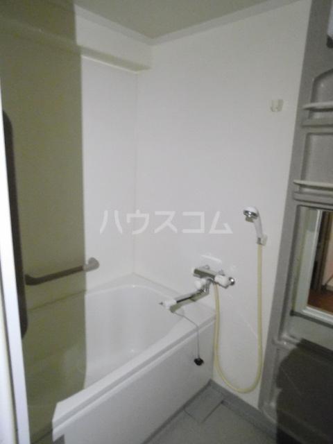 エスカイア上尾 402号室の風呂