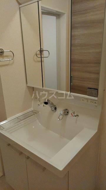 メテオール 102号室の洗面所