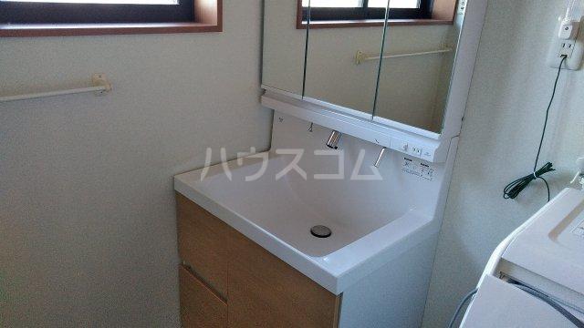 菖蒲町倉庫付き貸家の洗面所