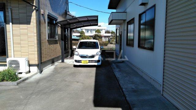 菖蒲町倉庫付き貸家の駐車場