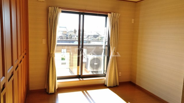 菖蒲町倉庫付き貸家の居室